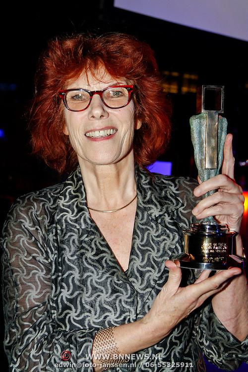 NLD/Hilversum/20120123 - Beeld en Geluid Awards 2011, Ireen van Ditshuyzen met de Ouvre award