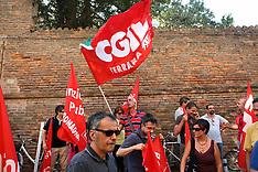 20110823 PROTESTA CONTRO I TAGLI DEL GOVERNO DAVANTI ALLA PREFETTURA