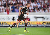 Fussball  1. Bundesliga  Saison 2016/2017  1. Spieltag  VfB Stuttgart  - FC Bayern Muenchen   08.08.2016 Philipp Ziereis (FC FC St. Pauli) mit seinem Adidas Schuh in der Hand und einen zerissenen Trikot