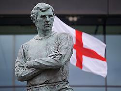 LONDON, ENGLAND - Sunday, April 19, 2015: A statue of England footballer outside Wembley Stadium ahead of the FA Cup Semi-Final match between Liverpool and Aston Villa at Wembley Stadium. (Pic by David Rawcliffe/Propaganda)