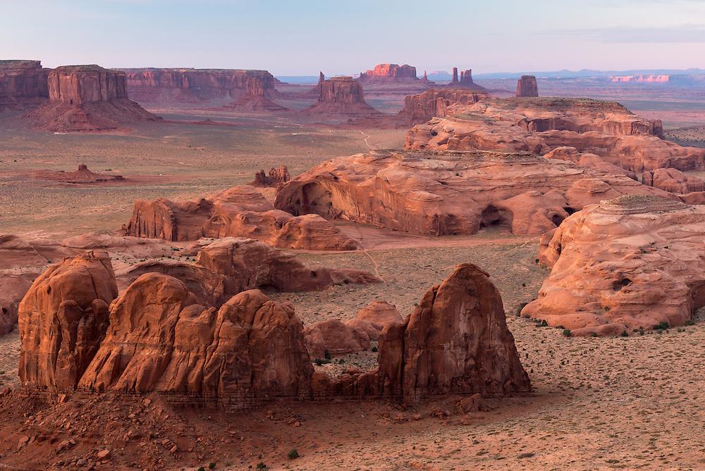 Blick auf die Hunts Mesa im Monument Valley