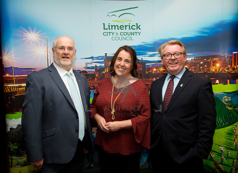 11.10.2016        <br /> Pictured at the Grand Final of the Limerick Going for Gold 2016 Awards were, Roger Beck, Parkway Shopping Centre, Sinead O'Donnell, Environmental Officer Limerick City and County Council and Dave O'Hora, Southern Marketing Media Design. Picture: Alan Place