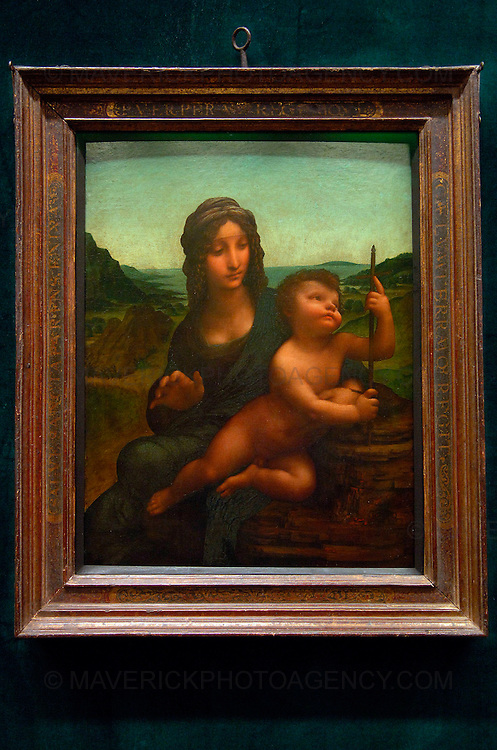 EDINBURGH, UK - 17th December 2009:  Leonardo Da Vinci's Madonna of the Yarnwinder goes on display at the National Gallery of Scotland for the first time since it was stolen from Drumlanrig Castle, the Dumfriesshire home of the Duke of Buccleuch and Queensberry in 2003.  The Madonna of the Yarnwinder is the only painting by Leonardo Da Vinci in Scotland and is on loan to the gallery from the Duke and the Trustees of the Buccleuch Heritage Trust.  (Photograph: Richard Scott/MAVERICK)