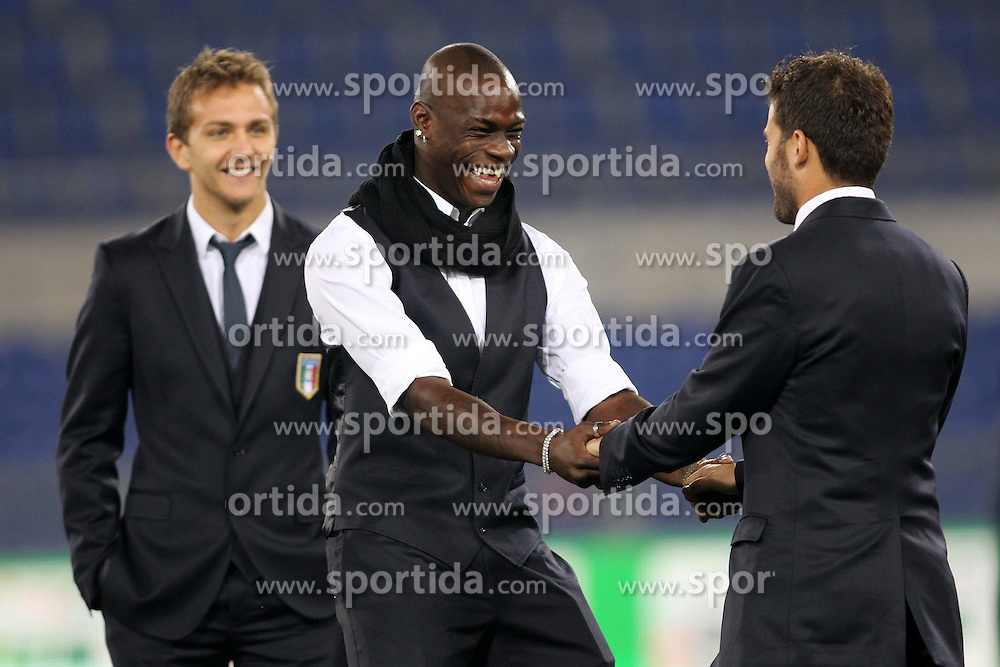 15.11.2011, Olympia Stadion, Rom, ITA, FSP, Italien (ITA) vs Uruguay (UYI), im Bild Mario Balotelli (Italia) scherza con Antonio Nocerino (Italia) // during the international friendlies football match between Italy (ITA) and Uruguay (UYI) at Olympic Stadium, Rome, Italy on 15/11/2011. EXPA Pictures © 2011, PhotoCredit: EXPA/ Insidefoto/ Luca Pagliaricci..***** ATTENTION - for AUT, SLO, CRO, SRB, SUI and SWE only *****
