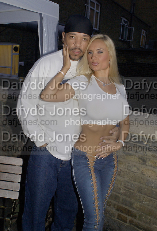 Gangster rapper, Ice T. and Coco. 93 Ft. East. Brick Lane, barbeque to launch a record. © Copyright Photograph by Dafydd Jones 66 Stockwell Park Rd. London SW9 0DA Tel 020 7733 0108 www.dafjones.com