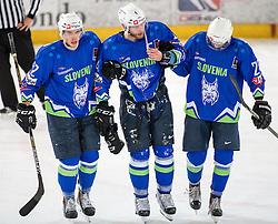 13.02.2016, Olympiaworld, Innsbruck, AUT, Euro Ice Hockey Challenge, Slowakei vs Slowenien, im Bild Nik Pem (SLO), Andrej Tavzelj (SLO) und Gregor Koblar (SLO) // Nik Pem of Slowenia Andrej Tavzelj of Slowenia und Gregor Koblar of Slowenia during the Euro Icehockey Challenge Match between Slovakia and Slovenia at the Olympiaworld in Innsbruck, Austria on 2016/02/13. EXPA Pictures © 2016, PhotoCredit: EXPA/ Jakob Gruber