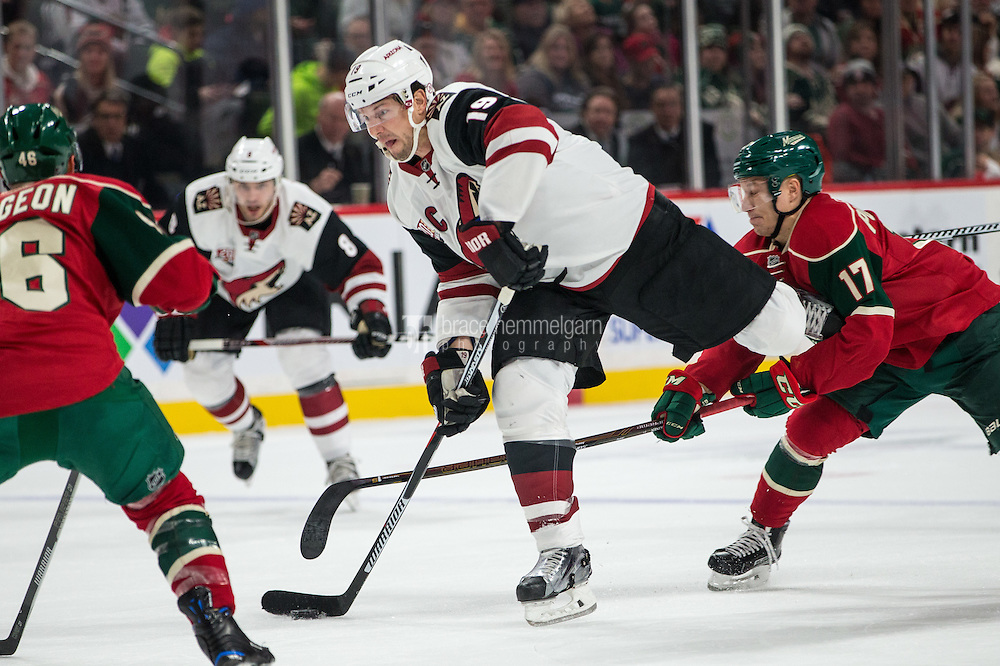 Dec 17, 2016; Saint Paul, MN, USA; Arizona Coyotes forward Shane Doan (19) shoots during the first period against the Minnesota Wild at Xcel Energy Center. Mandatory Credit: Brace Hemmelgarn-USA TODAY Sports