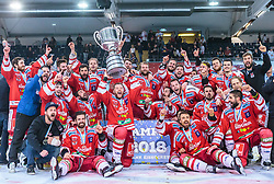 20.04.2018, Eisarena, Salzburg, AUT, EBEL, EC Red Bull Salzburg vs HCB Suedtirol Alperia, Finale, 7. Spiel, im Bild Bozner Meisterjubel mit der Karl Nedwed Trophy // during the Erste Bank Icehockey 7th final match between EC Red Bull Salzburg and HCB Suedtirol Alperia at the Eisarena in Salzburg, Italy on 2018/04/20. EXPA Pictures © 2018, PhotoCredit: EXPA/ JFK