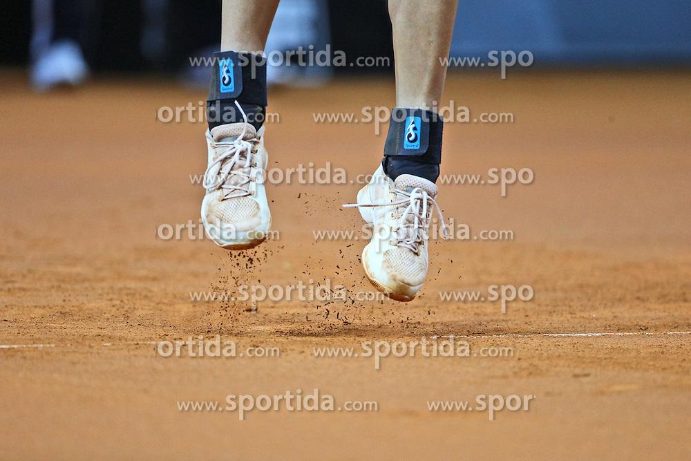 21.04.2015, Porsche Arena, Stuttgart, DEU, WTA Tour, Stuttgart Porsche Grand Prix, im Bild Garbine Muguruza (ESP) Fuesse beim Aufschlag, Feature, Aktion / Action // during the Stuttgart Porsche Grand Prix WTA Tour at the Porsche Arena in Stuttgart, Germany on 2015/04/21. EXPA Pictures &copy; 2015, PhotoCredit: EXPA/ Eibner-Pressefoto/ Neis<br /> <br /> *****ATTENTION - OUT of GER*****