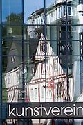 Spiegelung der Altstadt, Marburg, Hessen, Deutschland | reflection of old town, Marburg, Hesse, Germany