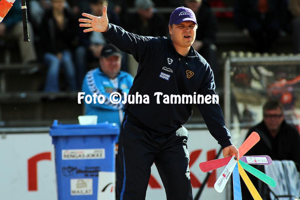 30.05.2010, Pihkala, Hyvink??..Superpesis 2010, Hyvink??n Tahko - Sotkamon Jymy..Pelinjohtaja Mikko Kuosmanen - Sotkamo.©Juha Tamminen.