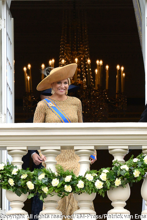 Prinsjesdag 2013 Koningin M&aacute;xima groet het publiek vanaf het bordes van Paleis Noordeinde.<br />