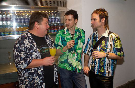 Jono Coleman, Mark tiller and Arron Guy, Kathy Lette book launch, Savoy, swimming pool 12 November 2003. © Copyright Photograph by Dafydd Jones 66 Stockwell Park Rd. London SW9 0DA Tel 020 7733 0108 www.dafjones.com