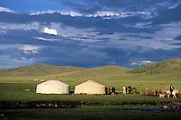 Mongolie. Province de l'Arkhangaï. Vallée du Serpent. Campements nomades//Nomads camp. Snake valley. Arkhangai province. Mongolia.