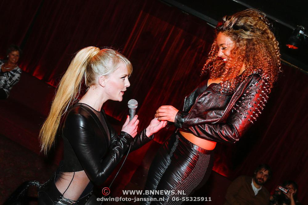 NLD/Amsterdam/20130408 - Presentatie Wasteland ring Stacey's Silver, Stacey Rookhuizen doet huwelijksaanzoek aan Fajah Lourens