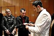 Frankfurt am Main | 08.12.2010..Hochzeit beim Zirkus Barelli, Jan Birk (weisser Anzug, rechts) geht eine Lebenspartnerschaft mit Christian Walliser (dunkler Anzug, links) ein, die im Roemer in Frankfurt eingetragen wird. Die beiden stecken sich nach der Trauung im Trauzimmer im Roemer ihre Ringe an....©peter-juelich.com..[No Model Release | No Property Release]