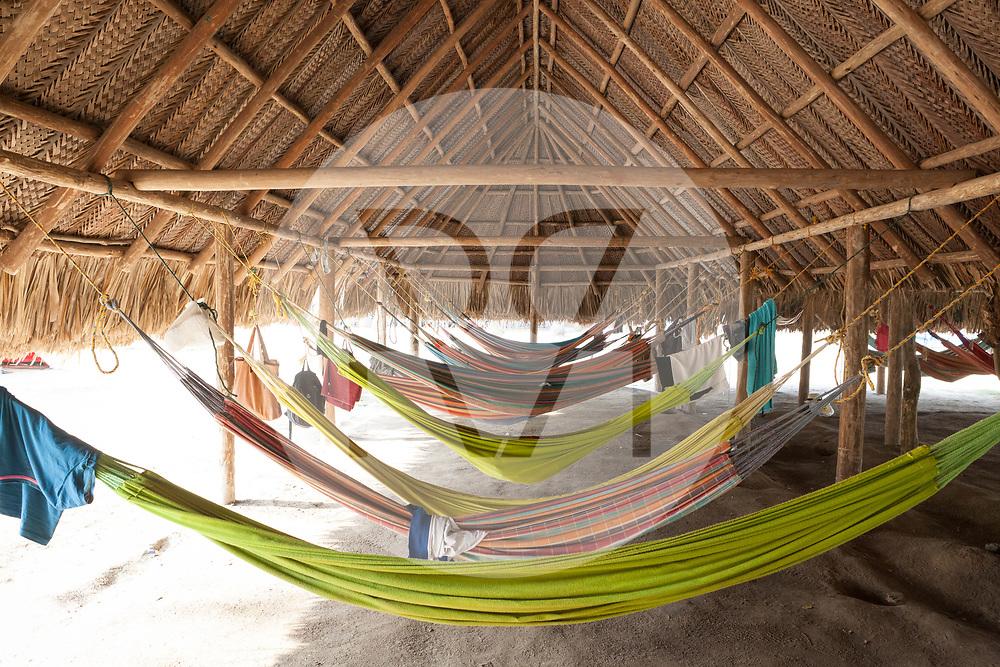 KOLUMBIEN - PARK TAYRONA - Hängematten-Kiosk Unterkunft in 'El Cabo de San Juan' im Tayrona Nationalpark an -  08. April 2014 © Raphael Hünerfauth - http://huenerfauth.ch