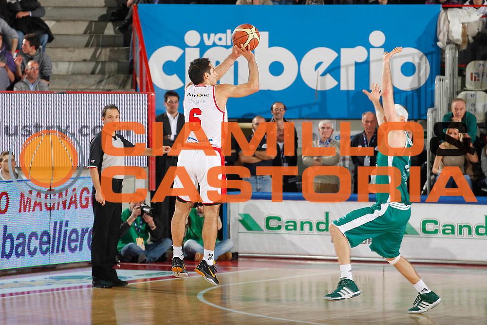 DESCRIZIONE : Varese Campionato Lega A 2011-12 Cimberio Varese Benetton Treviso<br /> GIOCATORE : Rok Stipcevic<br /> CATEGORIA : Tiro Three Points<br /> SQUADRA : Cimberio Varese<br /> EVENTO : Campionato Lega A 2011-2012<br /> GARA : Cimberio Varese Benetton Treviso<br /> DATA : 03/01/2012<br /> SPORT : Pallacanestro<br /> AUTORE : Agenzia Ciamillo-Castoria/G.Cottini<br /> Galleria : Lega Basket A 2011-2012<br /> Fotonotizia : Varese Campionato Lega A 2011-12 Cimberio Varese Benetton Treviso<br /> Predefinita :