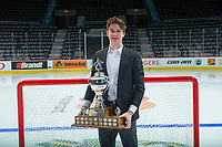 REGINA, SK - MAY 26:  Goaltender of the Year, Carter Hart of Everett Silvertips at the Brandt Centre on May 26, 2018 in Regina, Canada. (Photo by Marissa Baecker/CHL Images)