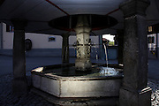La mythique fontaine du village de Lessoc en Gruyère, construite en 1798,  à inspiré contes et légendes. © Romano P. Riedo