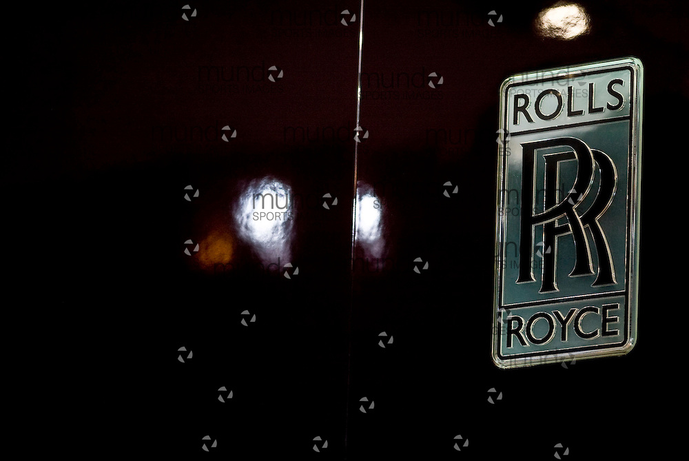 GJR080092.JPG -20080114-  The Rolls Royce logo as seen at the 2008 North American International Auto Show in Detroit, Michigan, 15 January 2008..AFP PHOTO/Geoff Robins