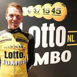 22-12-2016: Wielrennen: Presentatie Lotto Jumbo: Rijswijk     <br /> Meer dan ooit heeft Steven Kruijswijk van de Giro d'Italia zijn hoofddoel van het seizoen gemaakt. De Brabander werd dit jaar in de slotweek uit de roze trui gereden en komt komend jaar terug om een nieuwe poging te doen de Giro te winnen.
