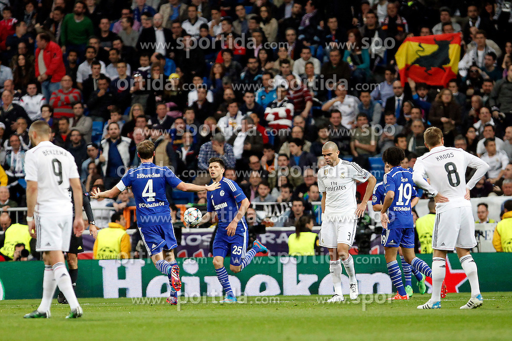 10.03.2015, Estadio Santiago Bernabeu, Madrid, ESP, UEFA CL, Real Madrid vs Schalke 04, Achtelfinal, R&uuml;ckspiel, im Bild Real Madrid&acute;s Pepe and Benzema and Schakle 04 Huntelaar // during the UEFA Champions League Round of 16, 2nd Leg match between Real Madrid and Schakke 04 at the Estadio Santiago Bernabeu in Madrid, Spain on 2015/03/10. EXPA Pictures &copy; 2015, PhotoCredit: EXPA/ Alterphotos/ Caro Marin<br /> <br /> *****ATTENTION - OUT of ESP, SUI*****
