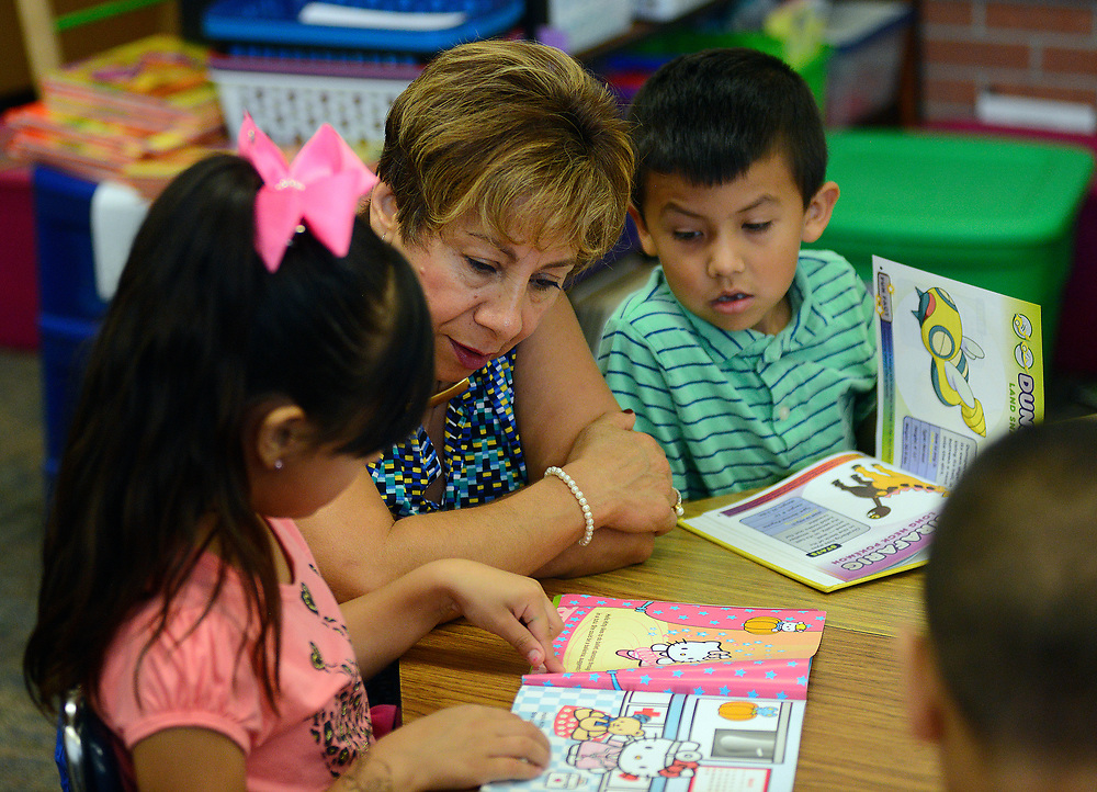 apl062817a/ASECTION/pierre-louis/JOURNAL 062817<br /> Barcelona Elementary School 1st grade teacher Martha Pacheco,,center,  works on reading with students Ailin Frayre,, 5 and Guillermo Hernandez,,5. The students are attending the summer program at the South Valley school .Photographed  on Wednesday June  28,  2017. .Adolphe Pierre-Louis/JOURNAL