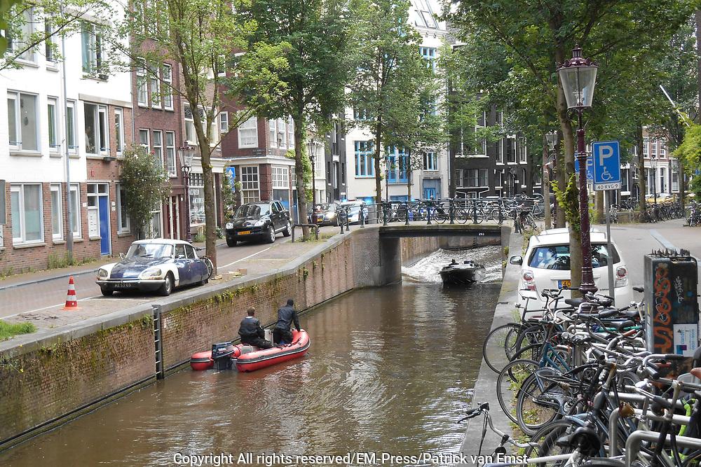Filmen van een actiesc&egrave;ne van de Amerikaanse actiefilm The Hitman's Bodyguard op Amsterdamse straten<br /> <br /> Filming an action scene from the American action movie The Hitman's Bodyguard on Amsterdam's streets