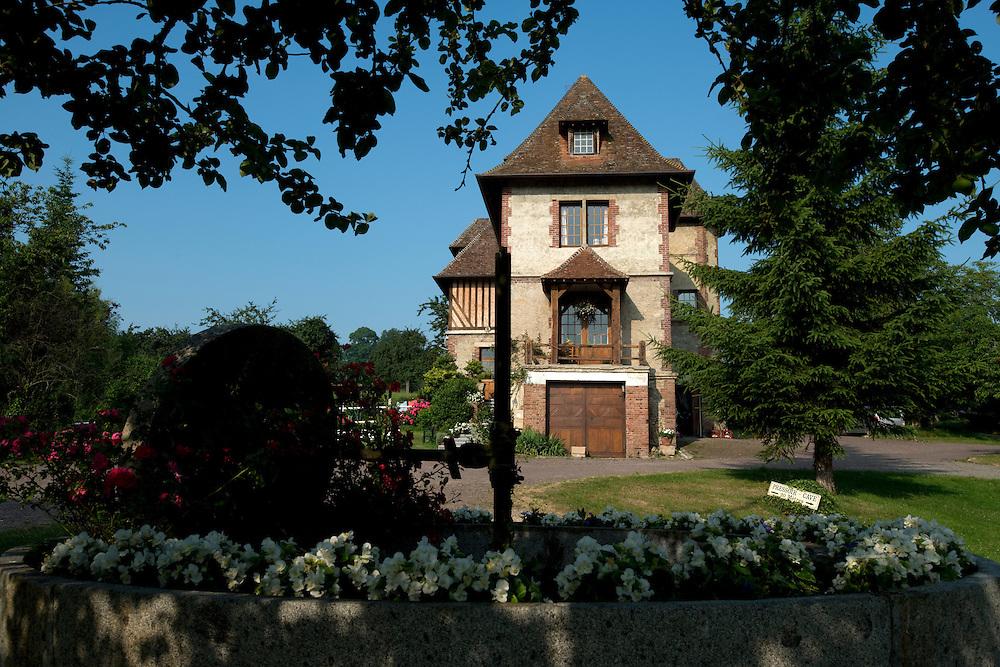 GAEC du Manoir de Grandouet, la ferme de la famille Grandval, producteurs cidricole artisanale et traditionnel. <br /> Cambremer, France. 18/07/2013.