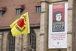 Symbolfoto: Anti-Atom-Fahne vor einem Plakat für das Lutherjahr 2017 in Heilbronn<br /> <br /> Ort: Heilbronn<br /> Copyright: Andreas Conradt<br /> Quelle: PubliXviewinG