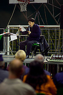 Don Andrea Gallo. Incontro pubblico presso la tensostruttura dell'oratorio del quartiere Beata Giuliana, Busto Arsizio, Varese, 27 aprile 2013.