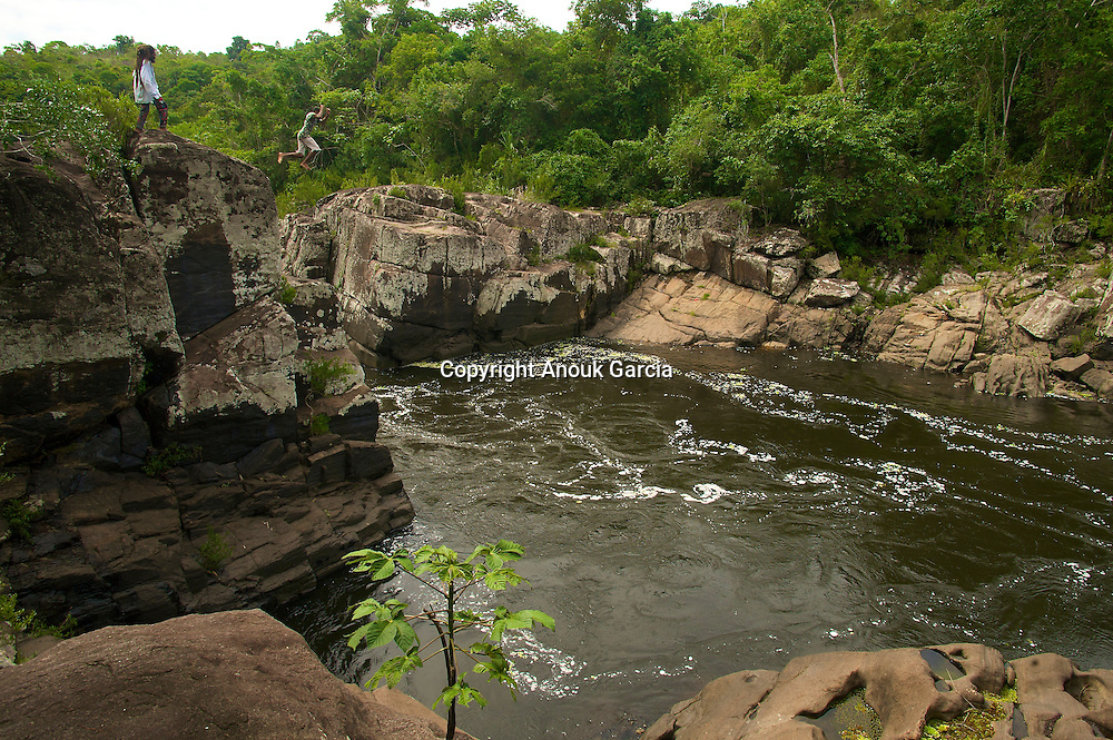Plongeon dans le tumultueux Rio das Contas///Dive in tumultuous Rio das Contas