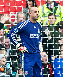 19.09.2010, Old Trafford, Manchester, ENG, PL, Manchester United vs Liverpool FC, im Bild Liverpool's goalkeeper Jose Reina looks dejected after conceding Manchester United's opening goal during the Premiership match at Old Trafford, EXPA Pictures © 2010, PhotoCredit: EXPA/ Propaganda/ D. Rawcliffe *** ATTENTION *** UK OUT! / SPORTIDA PHOTO AGENCY