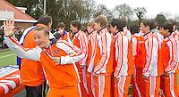 AERDENHOUT - 09-04-2012 - Oranje U16 na de gewonnen finale, maandag tijdens de finale tussen Nederland Jongens B en Spanje Jongens B  (3-1) , tijdens het Volvo 4-Nations Tournament op de velden van Rood-Wit in Aerdenhout. Jongens U16 wordt kampioen. links Bart Kronenberg. FOTO KOEN SUYK