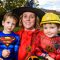 REPRO FREE<br /> Vicki Buckley with Dillon and James Buckley from Kinsale pictured at this years Kinsale Halloween parade.<br /> Picture. John Allen
