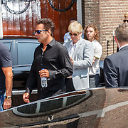 NLD/Volendam/20150703 - Uitvaart Jaap Buijs, aankomst gasten, Gerard Joling