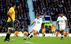 Owen Farrell of England kicks England's first points from a penalty - Mandatory by-line: Robbie Stephenson/JMP - 03/12/2016 - RUGBY - Twickenham - London, England - England v Australia - Old Mutual Wealth Series