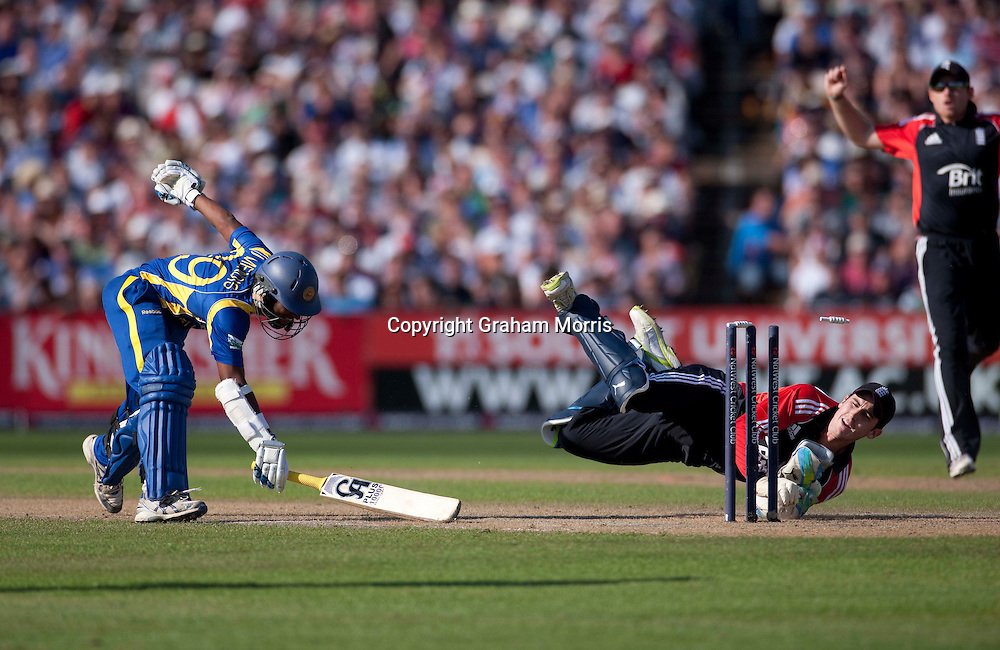 Jeevan Mendis in past wicket keeper Craig Kieswetter during the fifth and final one day international between England and Sri Lanka at Old Trafford, Manchester. Photo: Graham Morris (Tel: +44(0)20 8969 4192 Email: sales@cricketpix.com) 06/07/11