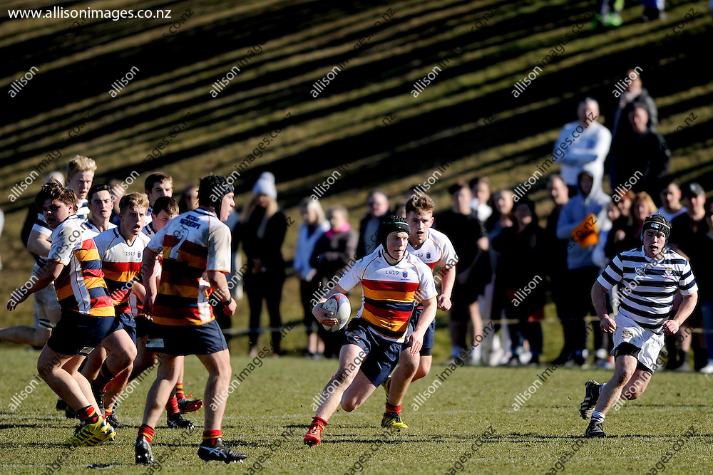 Charlie Baker looks for a gap in the defence, during the Otago Secondary Schools playoff match between John McGlashan 1st XV and Otago Boys High School 1st XV, held at Bishops Court, Dunedin, New Zealand. 13 August 2016. Credit: Joe Allison / allisonimages.co.nz