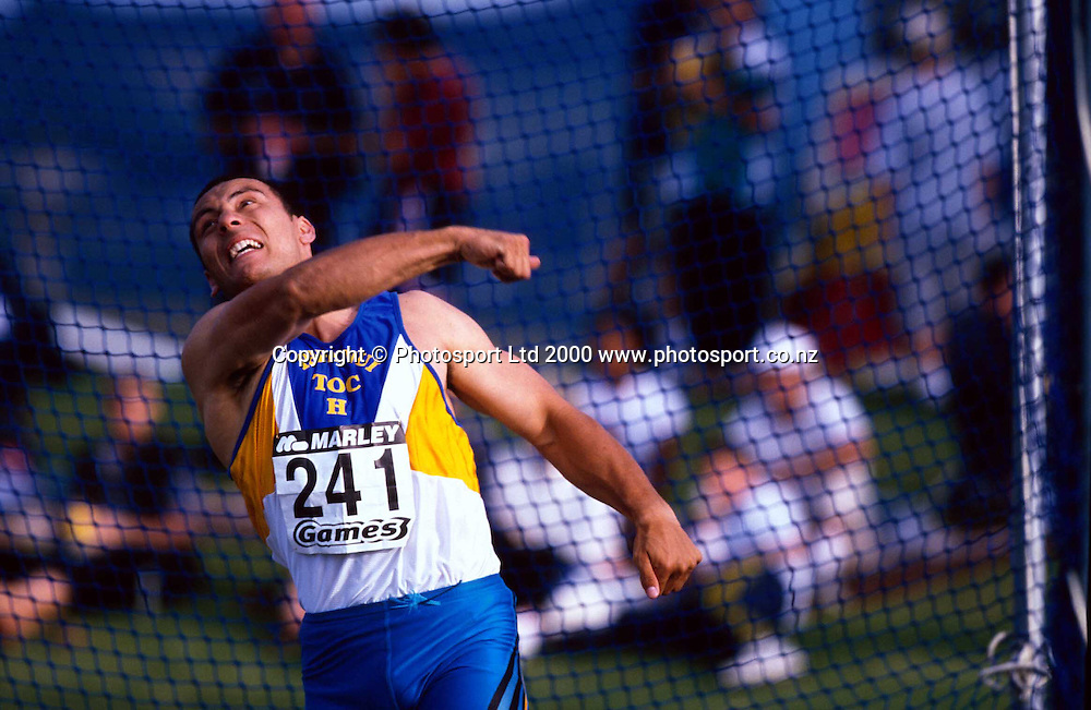 New Zealand athlete Chris Mene in action in the mens discus, Marley Games, 2000. Photo: PHOTOSPORT