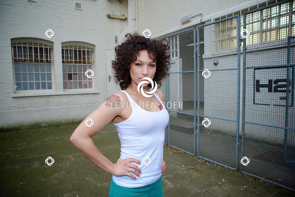 ALKMAAR - In een oude gevangenis zijn de tv opnames van de nieuwe SBS6 tv serie 'Celblok H'. Met hier op de foto  Eva van de Wijdeven. FOTO LEVIN DEN BOER - PERSFOTO.NU