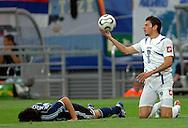 n/z.: Nicolas Burdisso (nr21-Argentyna) , Mateja Kezman (nr8-Serbia i Czarnogora) podczas meczu grupy C Argentyna (granatowe) - Serbia i Czarnogora 6:0 podczas turnieju finalowego Mistrzostw Swiata Niemcy 2006 , pilka nozna , Niemcy , Gelsenkirchen , 16-06-2006 , fot.: Adam Nurkiewicz / mediasport..Nicolas Burdisso (nr21-Argentina) and Mateja Kezman (nr8-Serbia&Montenegro) during soccer match group C in Gelsenkirchen during World Cup 2006. June 16, 2006 ; Argentina (dark blue) - Serbia and Montenegro 6:0 ; football , Germany , Gelsenkirchen ( Photo by Adam Nurkiewicz / mediasport )