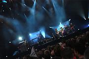 David Bowie + special guest In oktober vorig jaar gaf de inmiddels 56-jarige, maar nog altijd verfrissende David Bowie in het kader van zijn album Reality een concert in Ahoy` Rotterdam. Hij besloot dat nog eens dunnetjes over te doen voor een groter publiek. Daarom is op hij 11 juni te zien in de Amsterdam ArenA. Hij zal daar veel van zijn bekende hits spelen, maar ook undergroundnummers en niet te vergeten zijn nieuwe materiaal. 11 juni, Amsterdam Arena, Amsterdam.