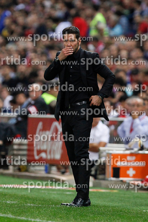04.10.2015, Estadio Vicente Calderon, Madrid, ESP, Primera Division, Atletico Madrid vs Real Madrid, 7. Runde, im Bild Atletico de Madrid&acute;s Diego Pablo Simeone // during the Spanish Primera Division 7th round match between Atletico Madrid and Real Madrid at the Estadio Vicente Calderon in Madrid, Spain on 2015/10/04. EXPA Pictures &copy; 2015, PhotoCredit: EXPA/ Alterphotos/ Victor Blanco<br /> <br /> *****ATTENTION - OUT of ESP, SUI*****
