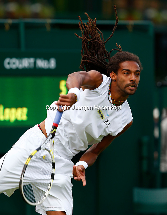 Wimbledon Championships 2013, AELTC,London,<br /> ITF Grand Slam Tennis Tournament, Dustin Brown (GER),Aktion,<br /> Aufschlag,Einzelbild,Halbkoerper,Hochformat,