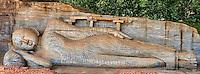 Sri Lanka, province du Centre-Nord, cité historique de Polonnaruwa, classée au Patrimoine Mondial de l'UNESCO, Gal Vihariya, Gal Vihara temple, ensemble des quatres statues de Bouddha taillées dans la roche, statue de Bouddha couché // Sri Lanka, Ceylon, North Central Province, ancient city of Polonnaruwa, UNESCO World Heritage Site, Gal Vihara, reclining Buddha