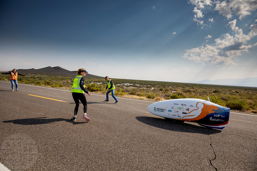 Jennifer Breet tijdens de ochtendruns op de derde racedag. Het Human Power Team Delft en Amsterdam, dat bestaat uit studenten van de TU Delft en de VU Amsterdam, is in Amerika om tijdens de World Human Powered Speed Challenge in Nevada een poging te doen het wereldrecord snelfietsen voor vrouwen te verbreken met de VeloX 9, een gestroomlijnde ligfiets. Op 10 september 2019 verbreekt het team met Rosa Bas het record met 122,12 km/u. De Canadees Todd Reichert is de snelste man met 144,17 km/h sinds 2016.<br /> <br /> With the VeloX 9, a special recumbent bike, the Human Power Team Delft and Amsterdam, consisting of students of the TU Delft and the VU Amsterdam, wants to set a new woman's world record cycling in September at the World Human Powered Speed Challenge in Nevada. On 10 September 2019 the team with Rosa Bas a new world record with 122,12 km/u.  The fastest man is Todd Reichert with 144,17 km/h.