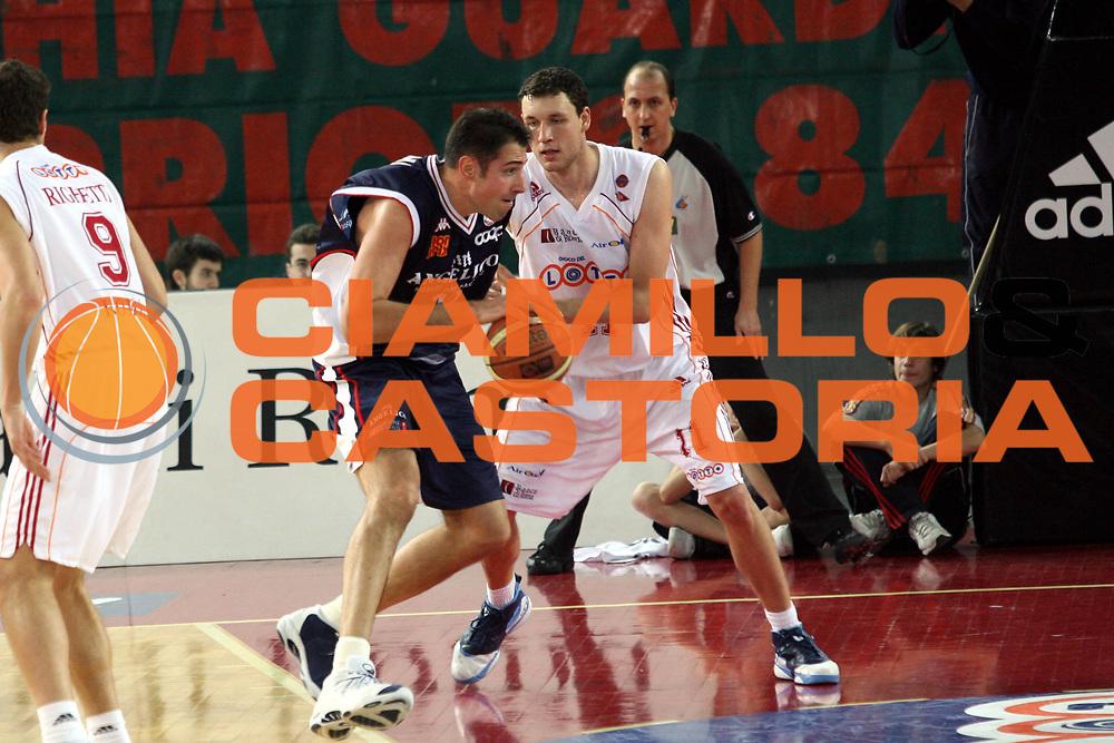 DESCRIZIONE : Roma Lega A1 2006-07 Lottomatica Virtus Roma Angelico Biella <br />GIOCATORE : Frosini<br />SQUADRA : Angelico Biella<br />EVENTO : Campionato Lega A1 2006-2007 <br />GARA : Lottomatica Virtus Roma Angelico Biella <br />DATA : 30/12/2006 <br />CATEGORIA : Palleggio<br />SPORT : Pallacanestro <br />AUTORE : Agenzia Ciamillo-Castoria/M.Marchi
