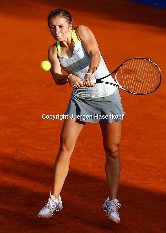 Nuernberger Versicherungscup 2013,WTA Tennis Tournament, Annika Beck (GER),Aktion,Einzelbild,<br /> Ganzkoerper,Hochformat,